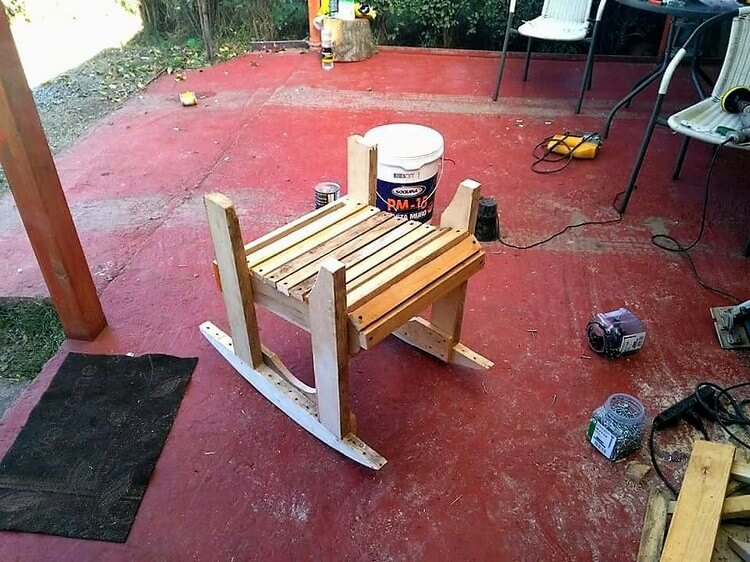 DIY Wooden Pallet Rocking Chair