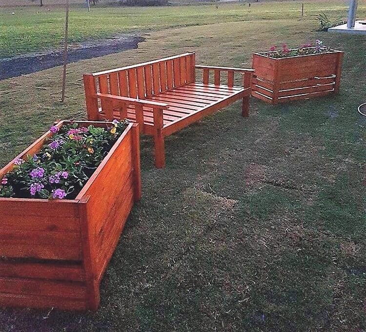 Pallet Garden Daybed and Planters