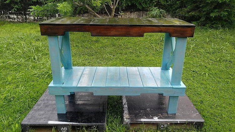 Pallet Laundry Room Table - Rack