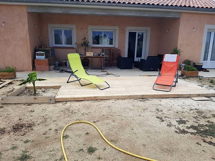Recycled Wooden Pallet Garden Terrace