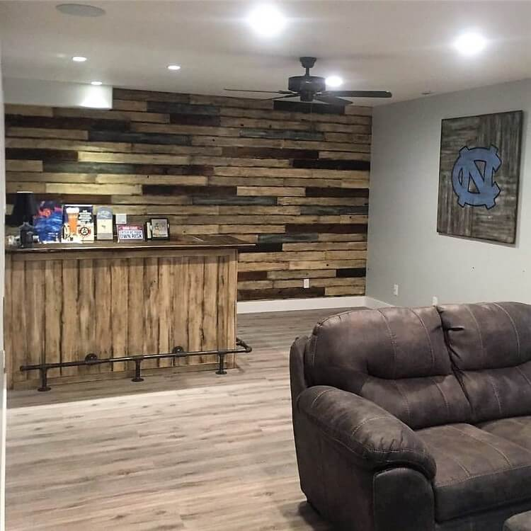 Wood Pallet Wall and Counter Table