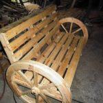 DIY Pallet Bench with Round Wheels