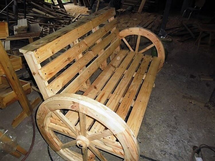 Diy Wood Pallet Bench With Round Wheels Pallet Wood Projects