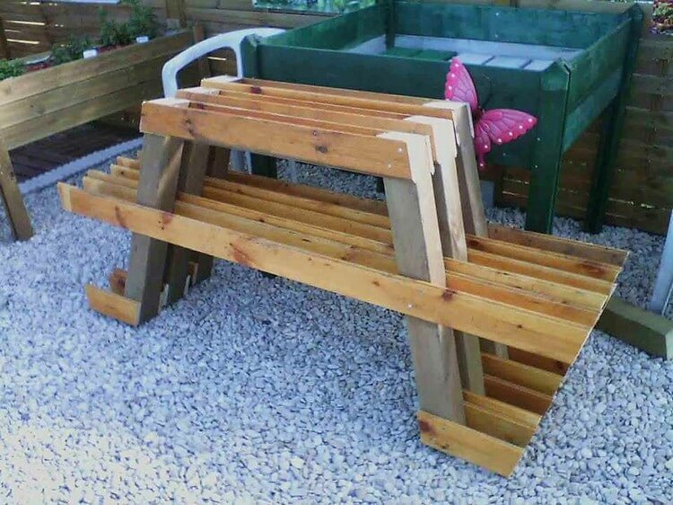 DIY Pallet Table and Benches