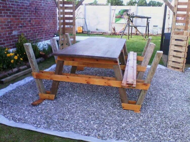 DIY Pallet Table with Benches