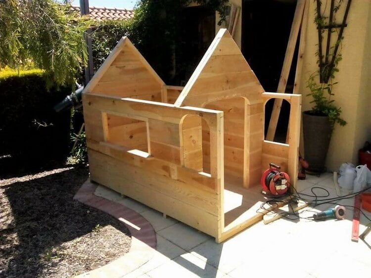 DIY Wood Pallet Playhouse