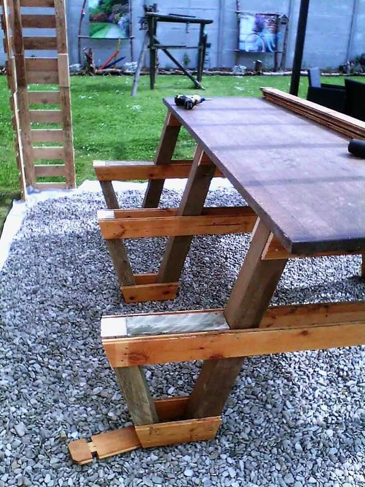 DIY Wooden Pallet Table with Benches