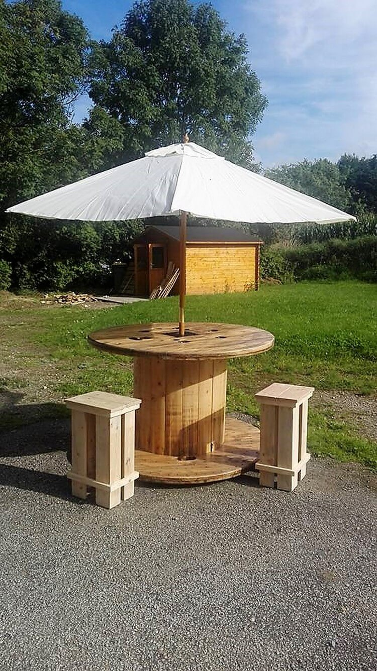 Pallet Cable Reel Round Table and Stools