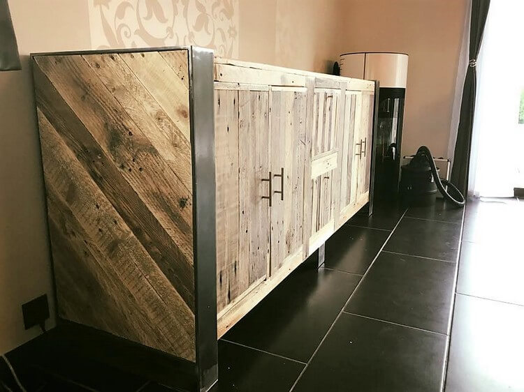 Pallet Made Entryway Table