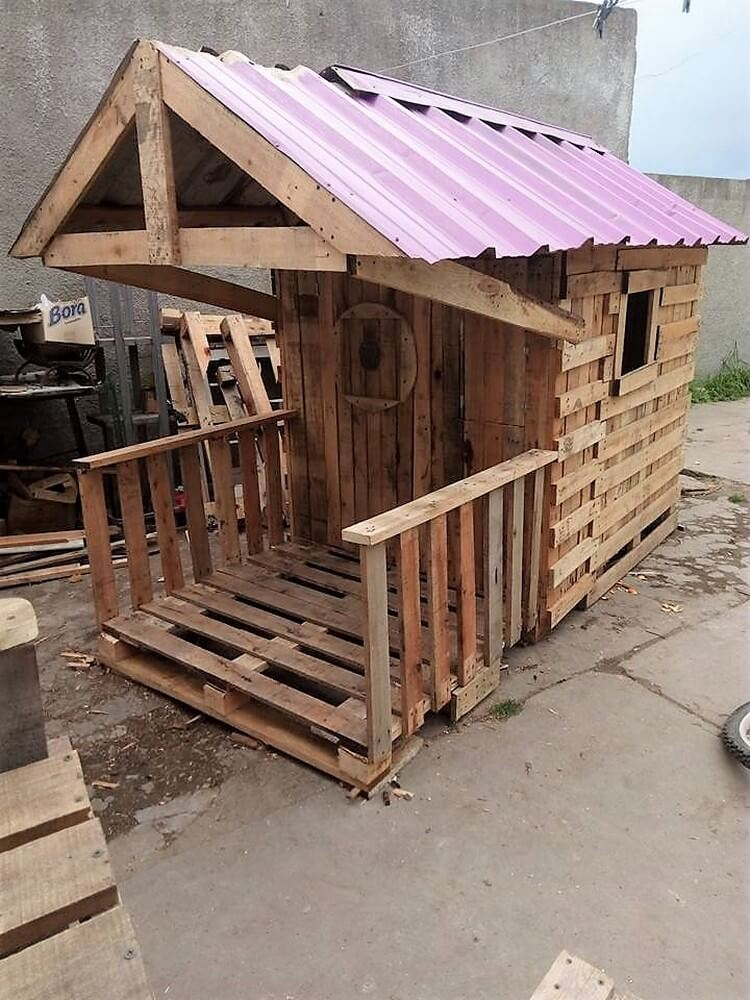 How to build a pallet playhouse 8 easy steps tutorial for How to build a playhouse out of pallets