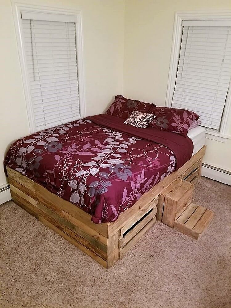 Pallet Bed with Mini Stair Step
