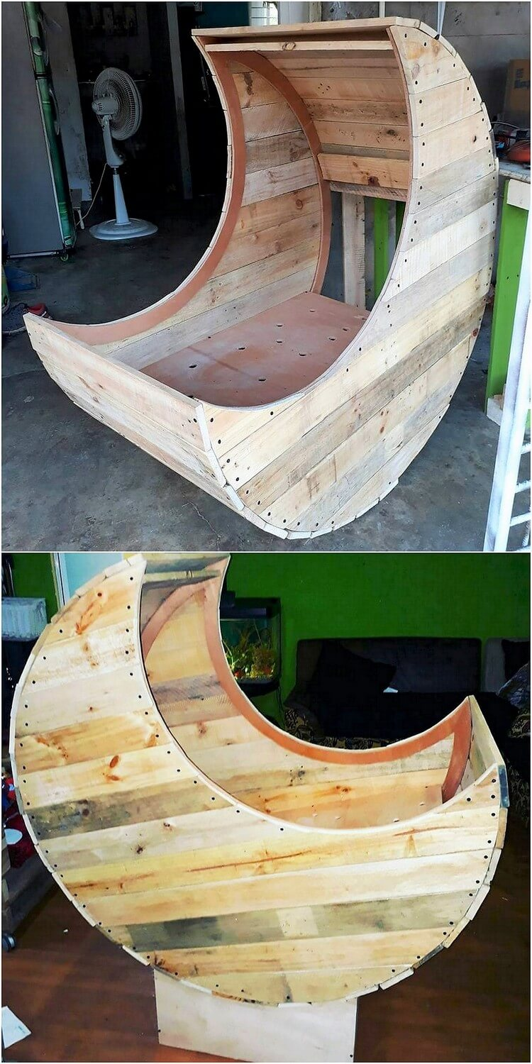 Pallet Half Moon Cradle Chair (2)