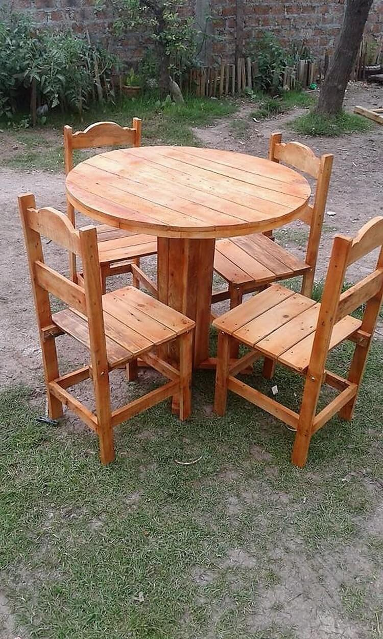 Pallet Round Table and Chairs Garden Furniture Set