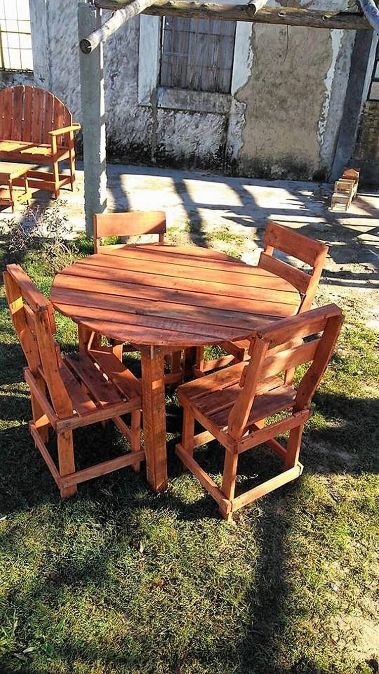 Pallet Round Table and Chairs