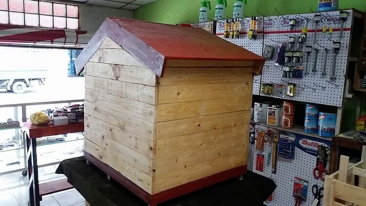 Pallets Dog House