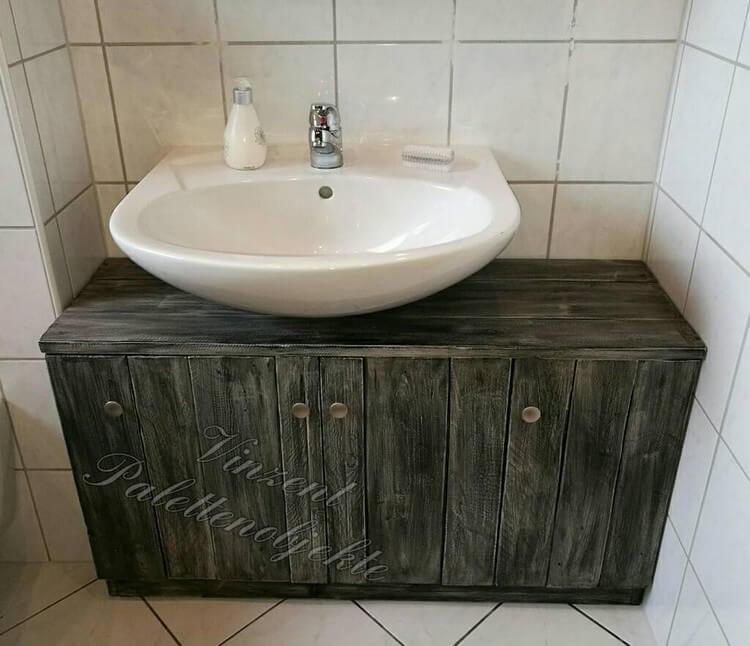 Pallets Toilet Sink