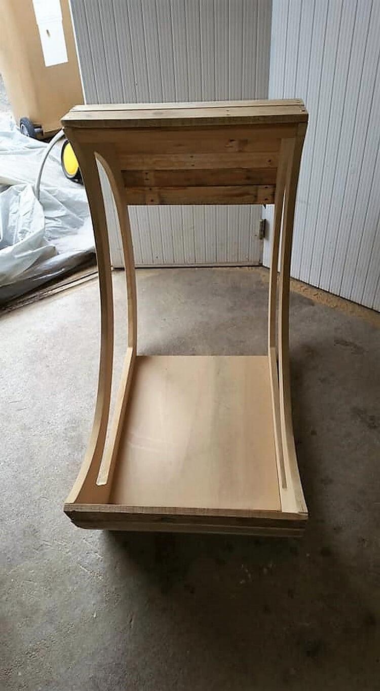 Wood Pallet Half Moon Cradle Chair
