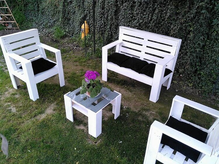 Wood Pallets Made Garden Furniture Set
