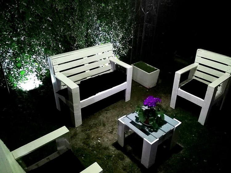 Wooden Pallet Garden Furniture Set