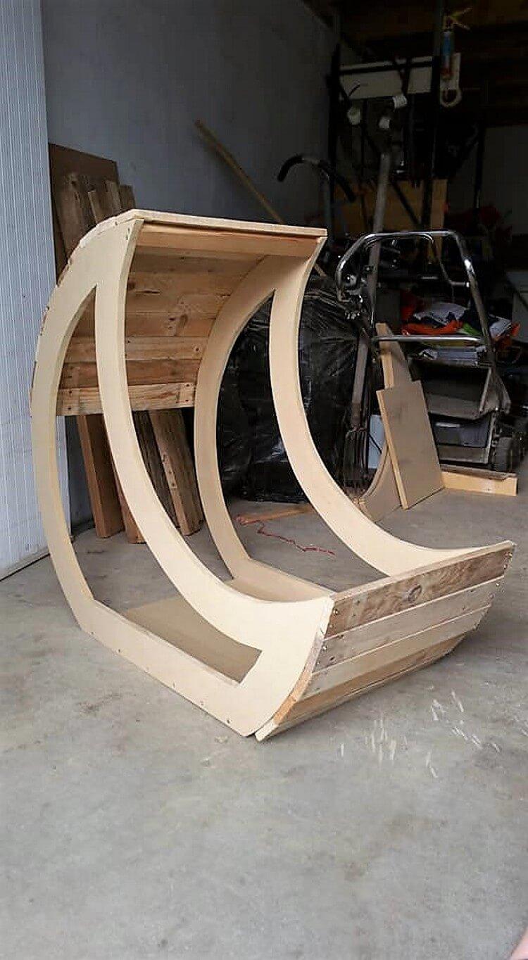 Wooden Pallet Half Moon Cradle Chair