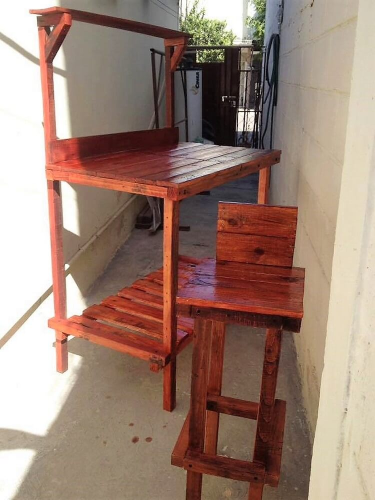 Pallet Table Desk and Chair