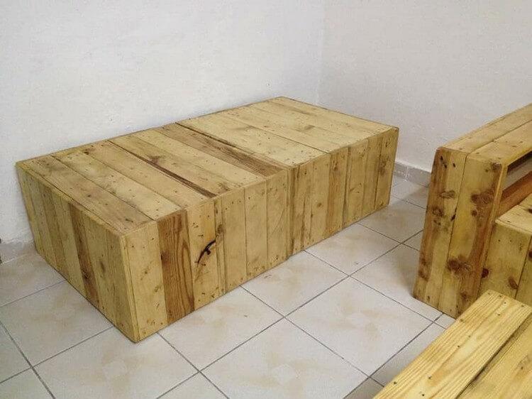 Pallet Seat