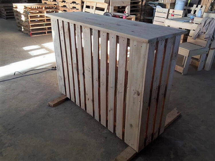 Recycled Pallet Counter Table
