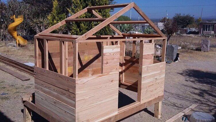 DIY Pallet Garen House