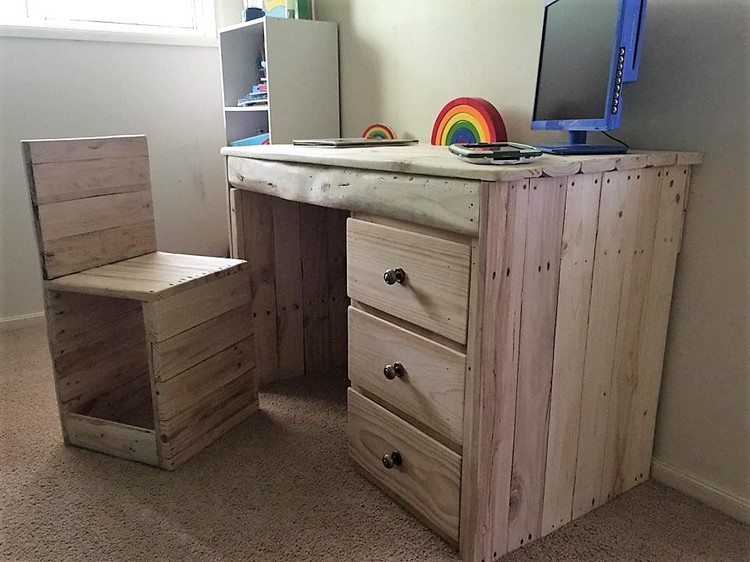 Pallet Study Table for Kids