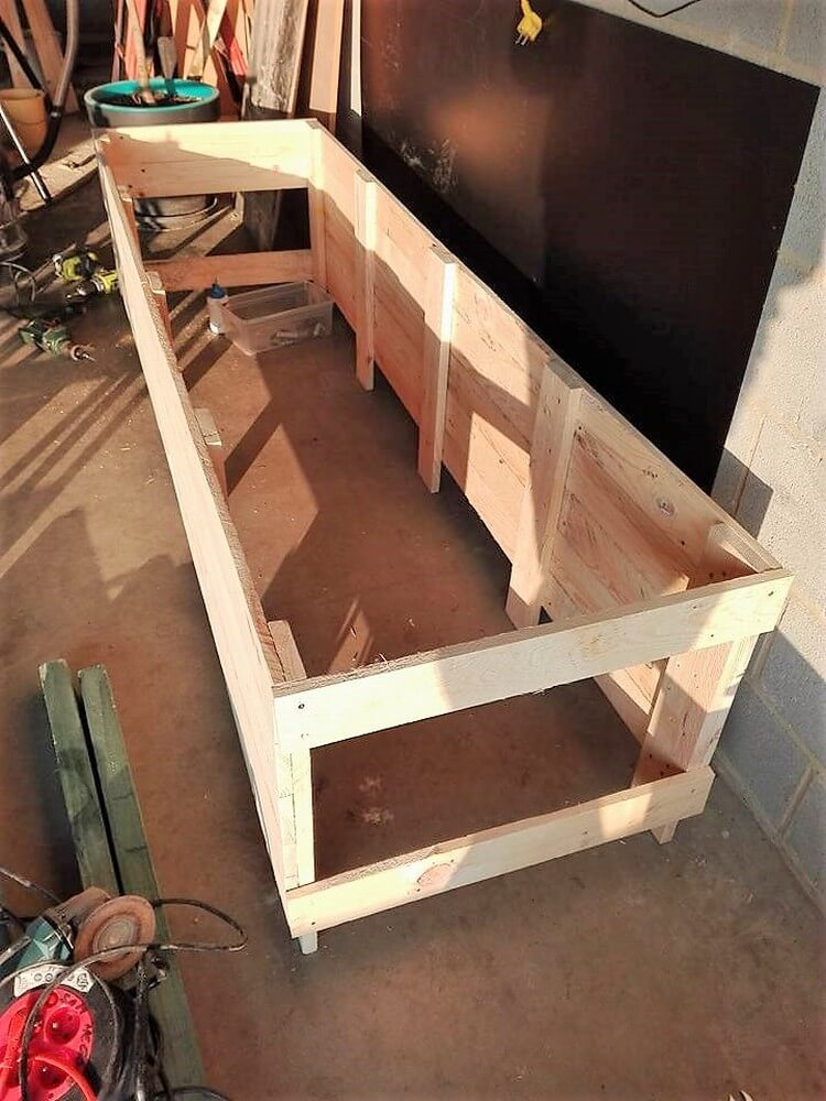 Old Pallet Planter Box