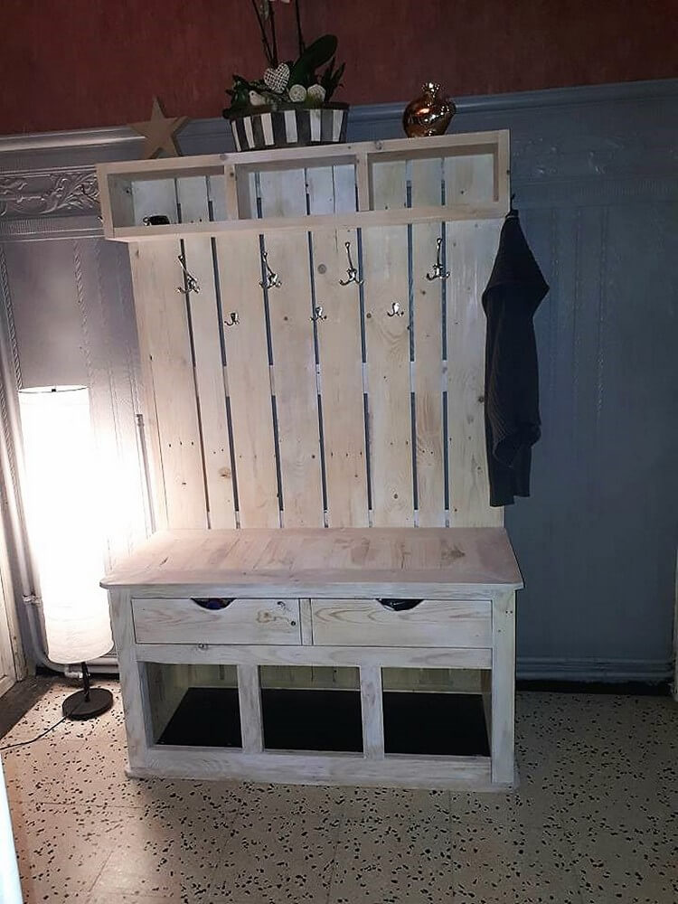 Pallet Foyer Bench : Diy pallet hall tree entryway bench wood projects