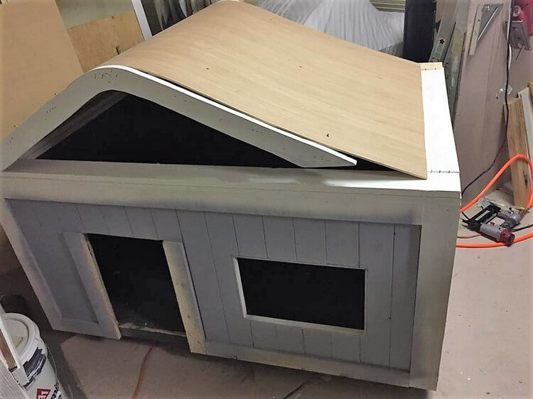 Pallet Wood Dog House