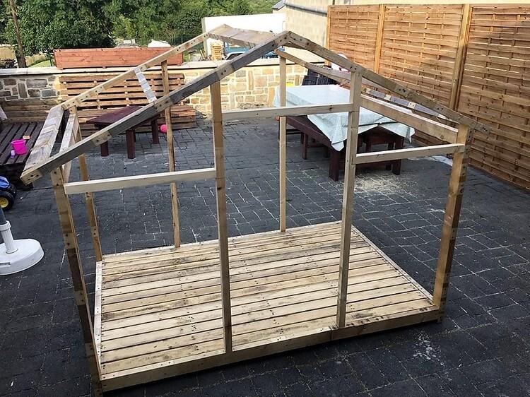 DIY Wood Pallet House